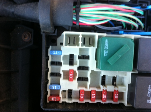 Fuse Box Behind Glove Compartment Ford Focus : Fuse box diagrams ford focus club owners