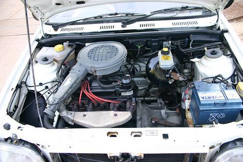1994 Fiesta 1.1L Engine Bay.jpg