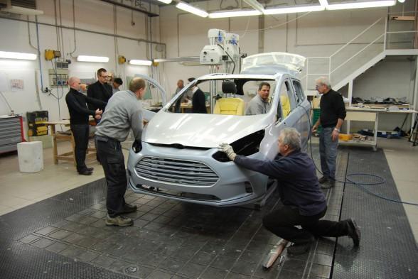 Bold Design Of Ford B MAX Car Concept team 588x393