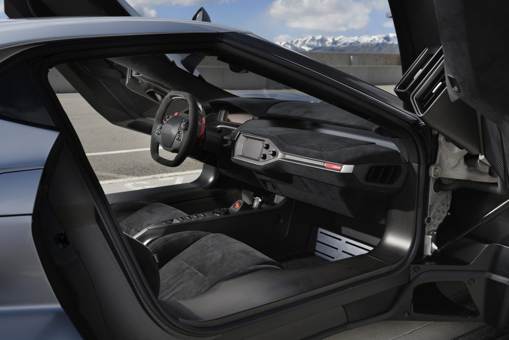 Ford-GT-drivers-include-the-fixed-seating-position-1000x667.jpg