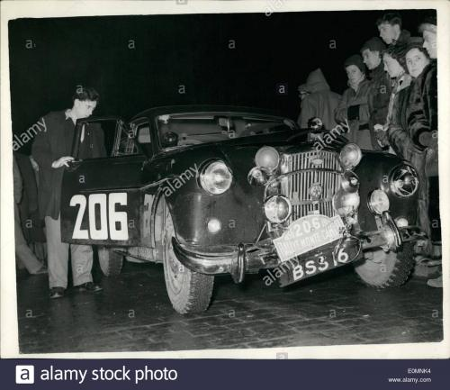 jan-01-1956-collision-at-start-of-the-monte-carlo-rally-car-withdrawn-E0MNK4.jpg